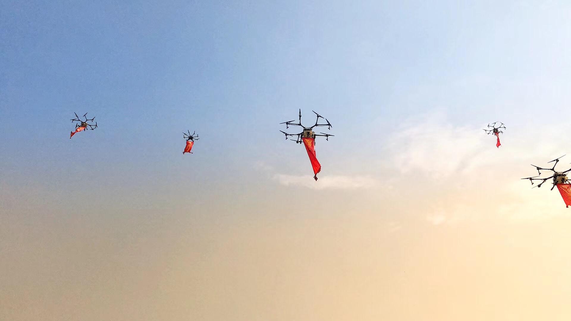 横幅无人机  无人机悬挂横幅标语 宣传 效果 噱头