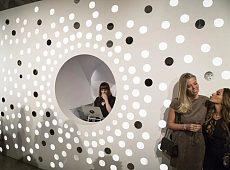 """纽约时装周""""互动艺术墙"""""""