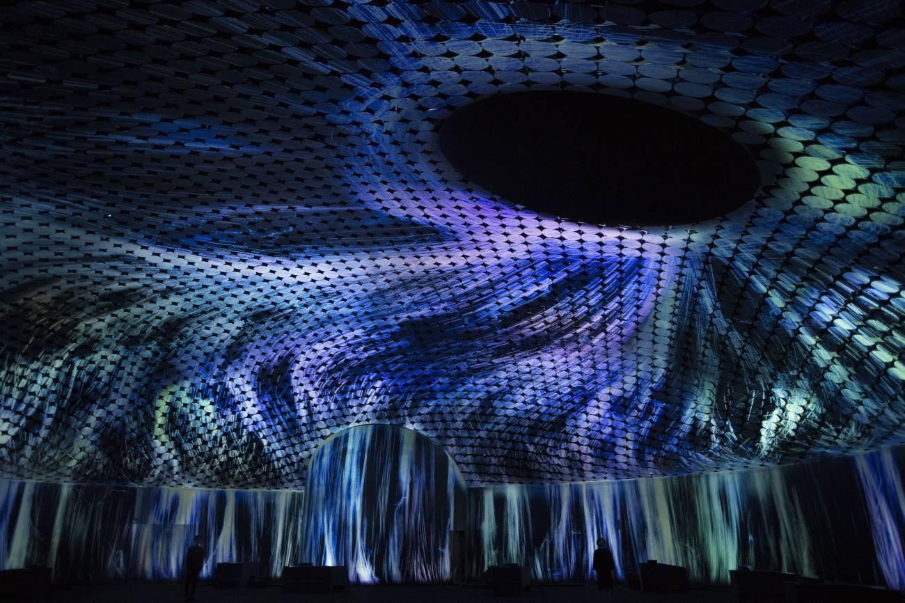 快来看视频如何模拟黑洞旋涡?