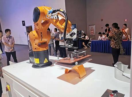 舞台工业机械臂+LED屏表演