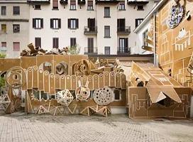 将米兰庭院打造成纸板艺术装置