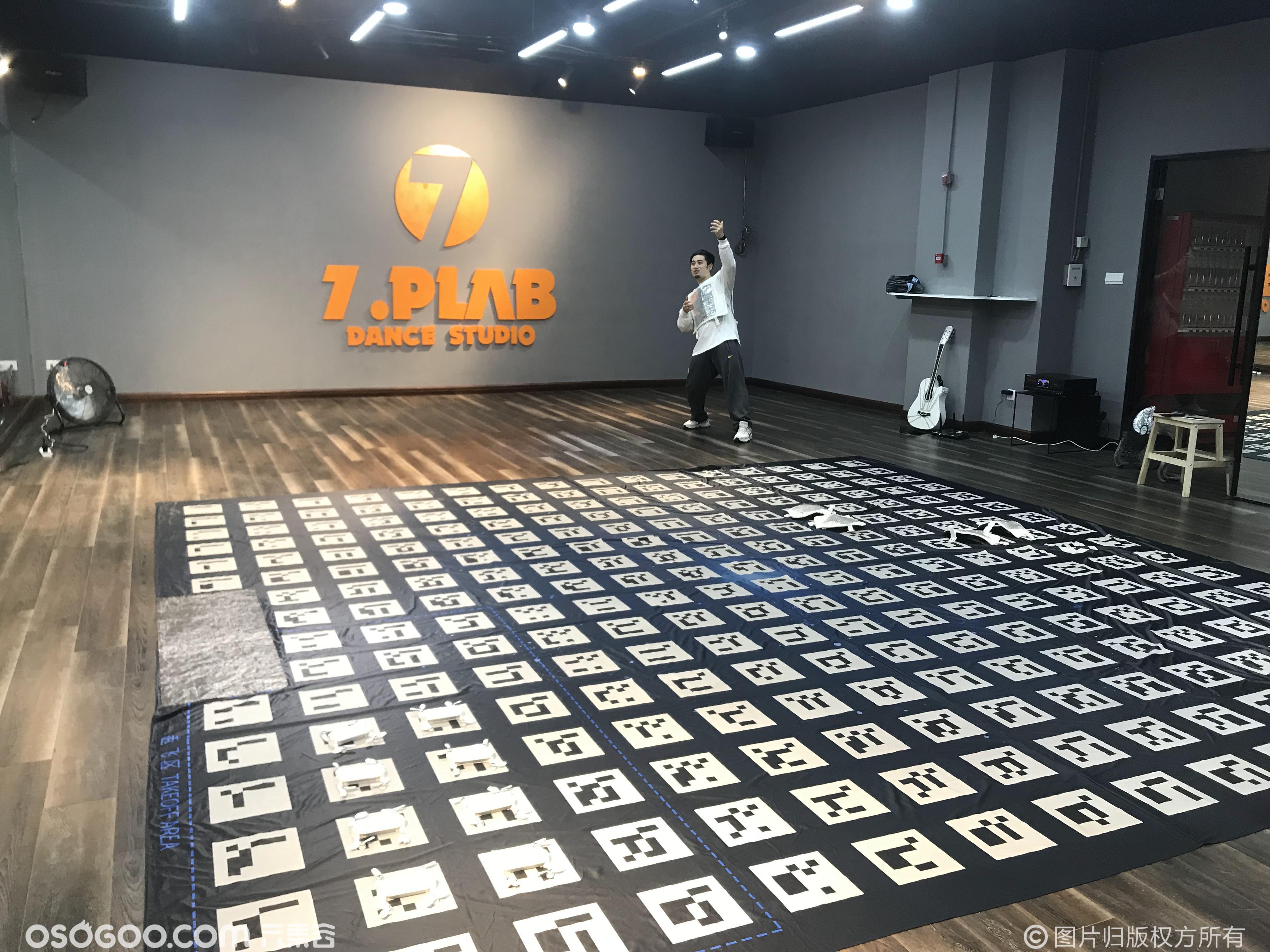 无人机室内地毯编队