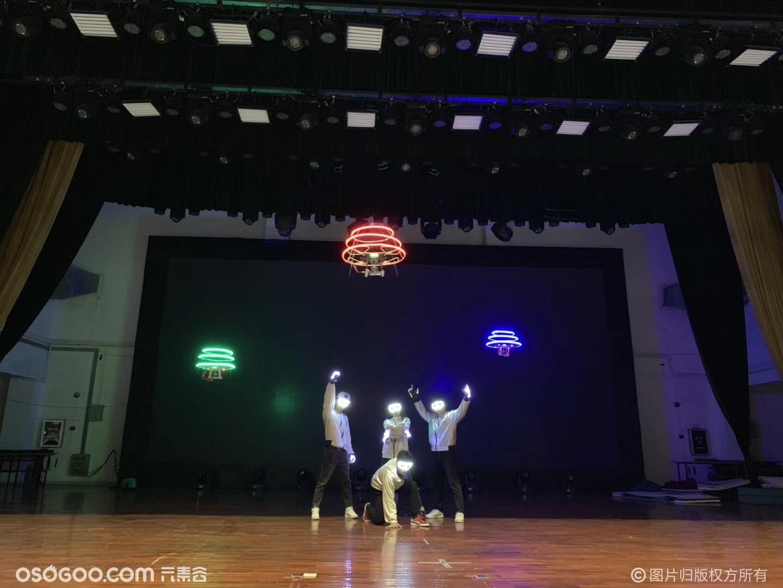 耳目一新的科技节目【人机共舞】无人机+荧光舞者