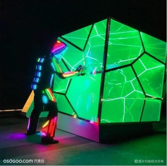 互动性极强的灯光艺术装置|推荐