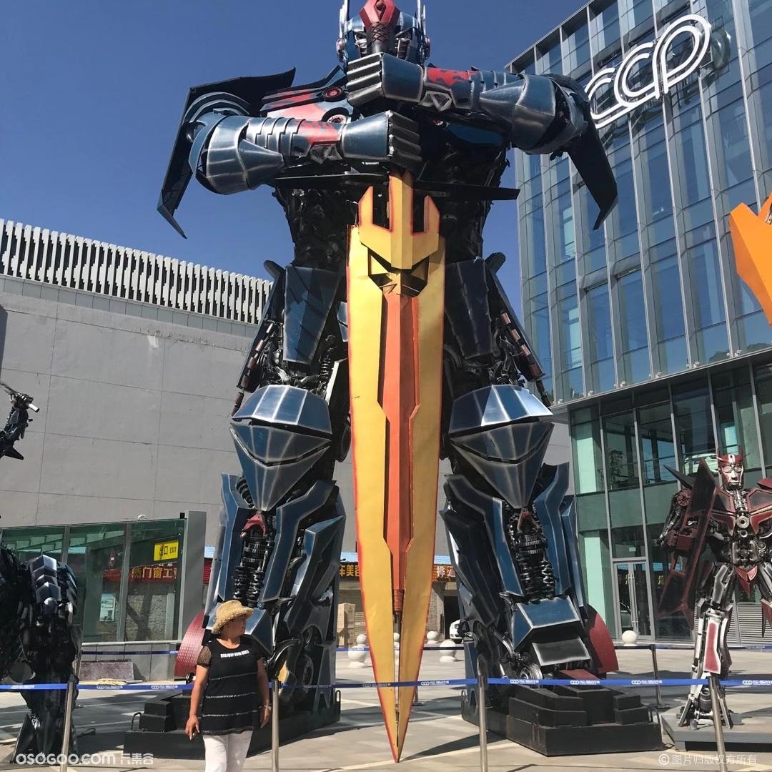 擎天柱机器人出租地产暖场必备机器人租赁