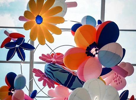 北京颐堤港——中庭悬挂花朵装饰
