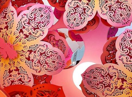"""万象城联手新锐剪纸艺术家陈粉丸艺术美陈""""丸转新象·转运花园"""""""