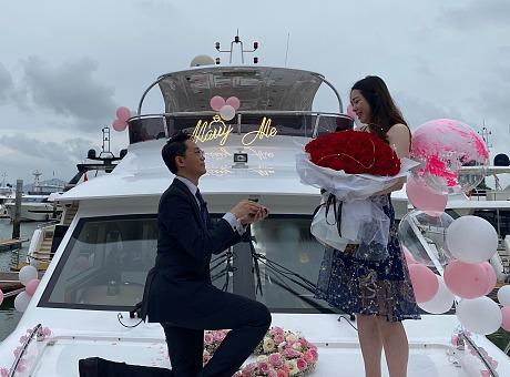 游艇求婚气球布置氛围布置深圳求婚策划团队