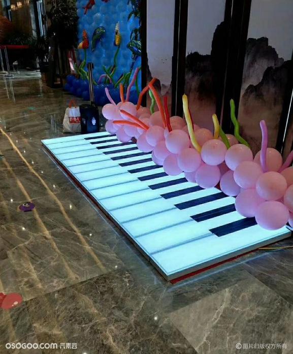 地板钢琴出租创意网红地上钢琴脚踩钢琴道具租赁