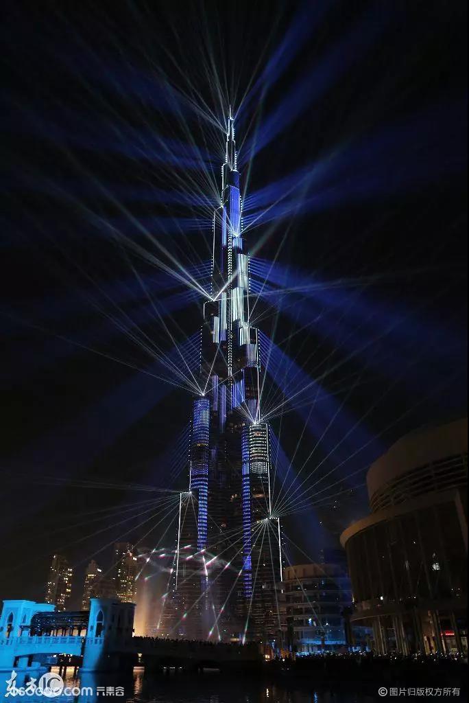 世界上最高的楼迪拜_世界最高楼首秀——迪拜哈利法塔跨年激光表演 资讯-元素谷(OSOGOO)